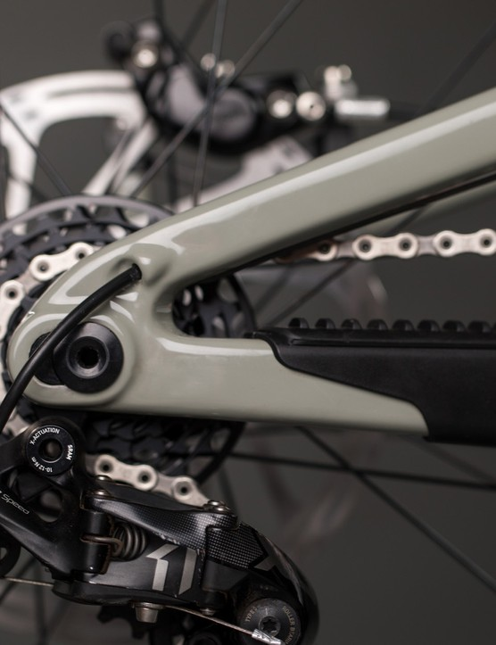 The gear cable is routed through the inside of the swing arm to minimise damage