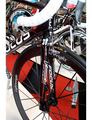 The Izalco is fitted with 3T's Funda Pro forks.