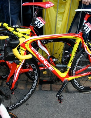 Understated is not a word that you can use to describe Valverde's new Pinarello however!