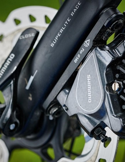 Shimano BR-RS805 brakes with IceTech rotors are a top-class combination