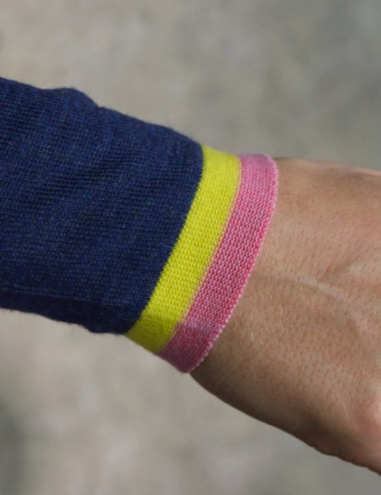 The Vélobici arm warmers are knitted from a single thread. Kudos