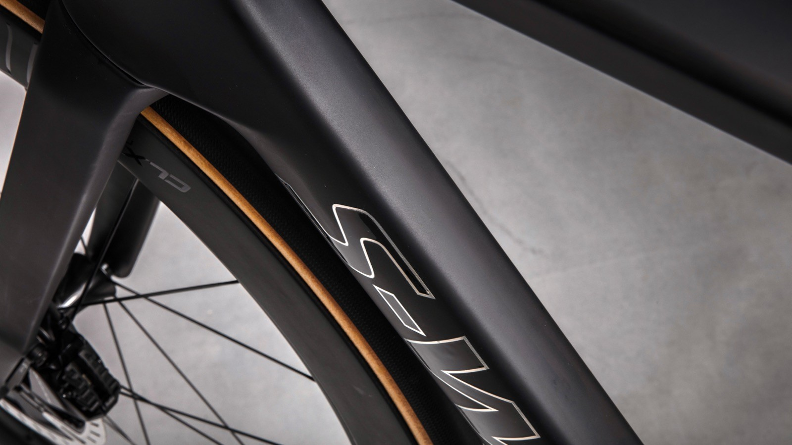 Specialized claims that the frameset is right on the performance edge —any more aero and it would be heavier; any lighter and it would be less aero