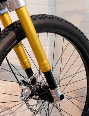 The suspension fork is a shortened version of the MRP Groove