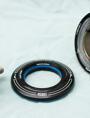 The ViscoSet uses keyed washers, which together with a fluorocarbon grease offer steering damping