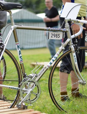 Long before Chain Reaction Cycles sold them, Vitus bikes were winning races under the likes of Irish legend Sean Kelly. Kelly rode models like the Vitus KAS 979 to a lot of victories!
