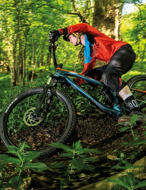 The 66-degree head angle and 470mm reach of the large size give the Escarpe more swagger than many enduro bikes