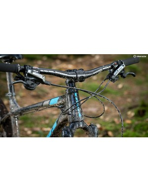 The slack 66.5 degree head angle and long front centre gives the front end a naturally stable feel
