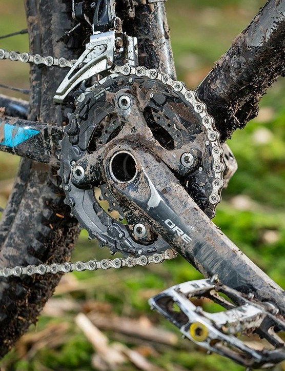The 2x10 Shimano Deore/SLX transmission is durable and reliable