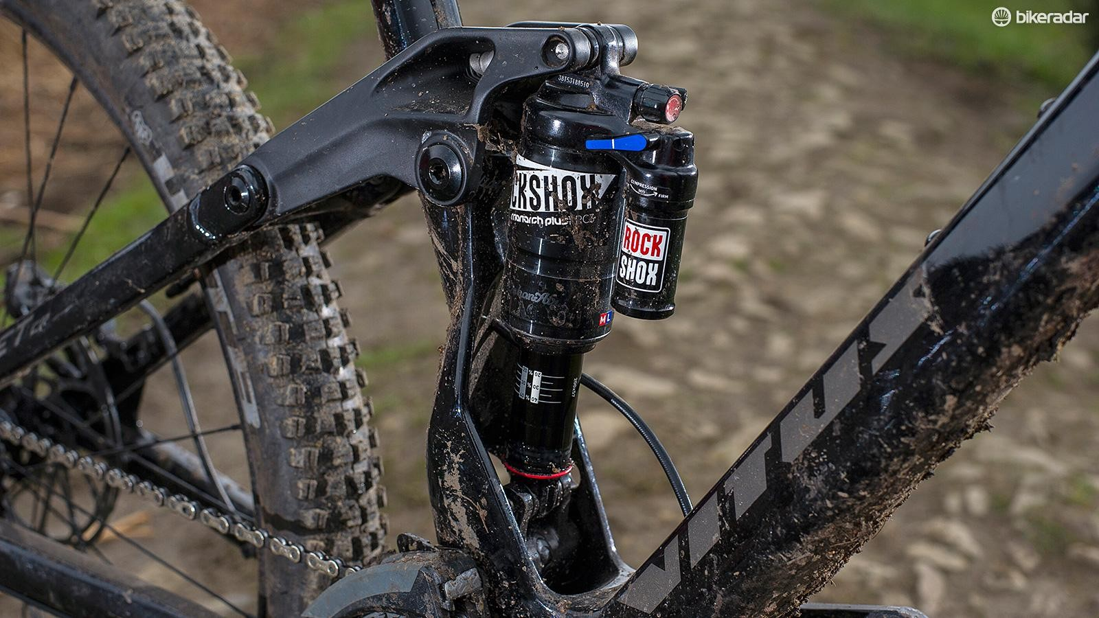 The split seat tube allows a 'floating' shock mounting for consistently excellent, setup tolerant suspension control