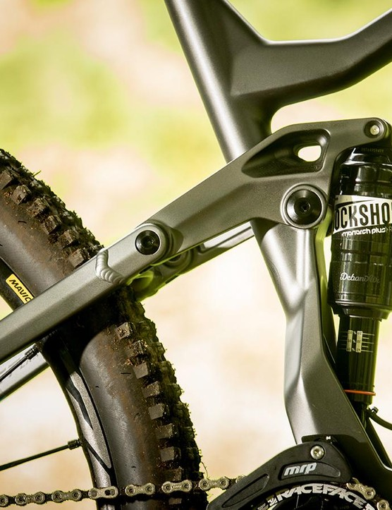 The highly adjustable Monarch Plus shock makes it easy to get a good suspension feel