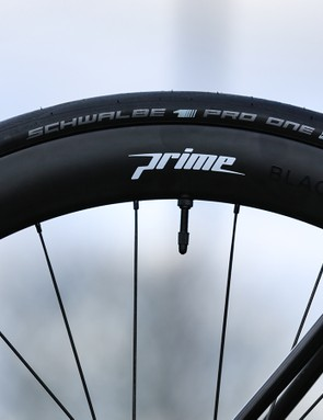 Prime BlackEdition carbon wheels are paired with Schwalbe tubeless tyres