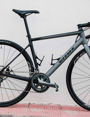 The 2019 Zenium features a carbon frame and fork