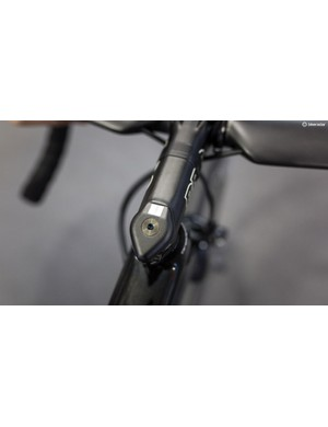 PRO says the re-arranged faceplate bolts and the topcap make the Vibe stem more aero