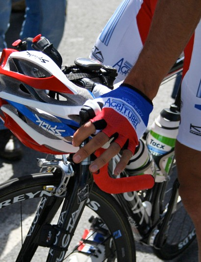 Vogondy has a nice tricoleur helmet. Luckily for Spiuk his teammate Christophe Moreau already had this design.