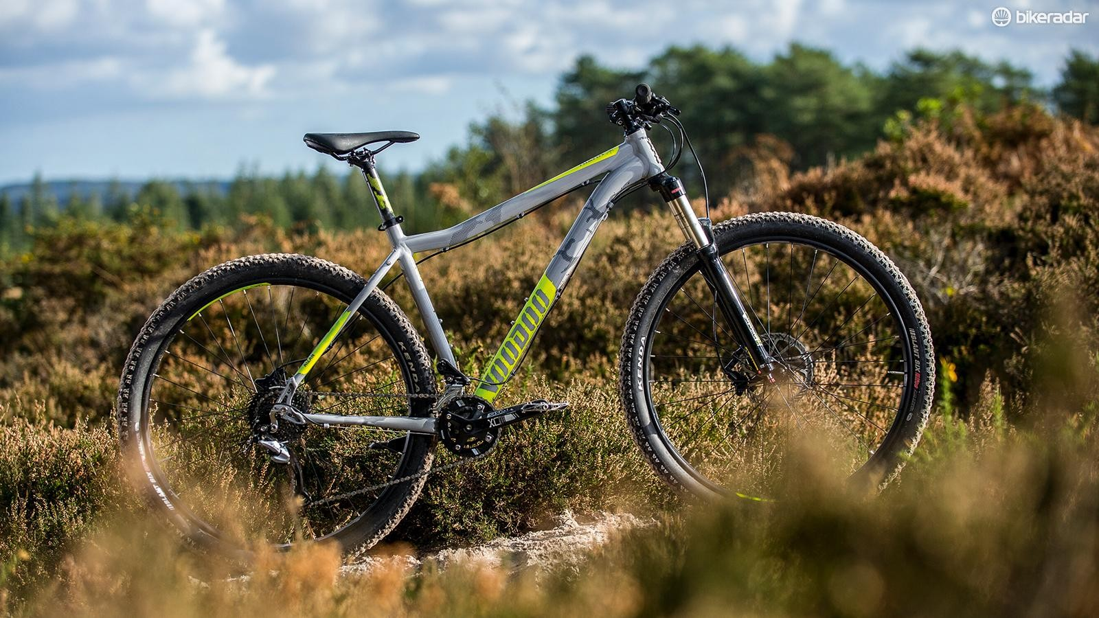 The 2018 Aizan frame is all-new, with stretched reach, a 68-degree head angle and dropper post compatibility. A double rather than triple crankset makes for a lighter, more efficient transmission too