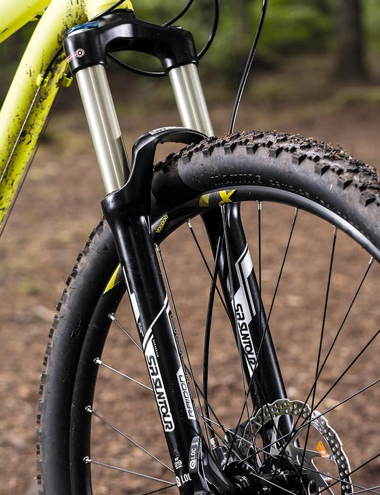 The Bizango comes with a SR Suntour Raidon fork with 120mm of travel