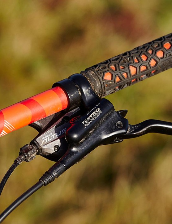 Tektro's Auriga brakes feel wooden and uncommunicative beyond a grudging 'you pull them and you stop' agreement