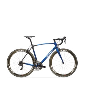 The Van Rysel Ultra 940 CF Dura-Ace comes with two wheel options — here it is with the Zipp 303s