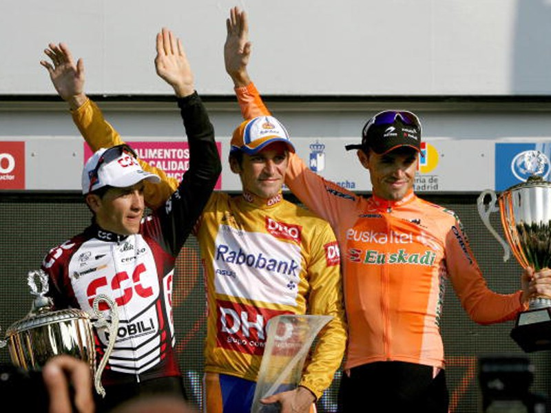 Denis Menchov celebrates his win in the 2007 edition of La Vuelta
