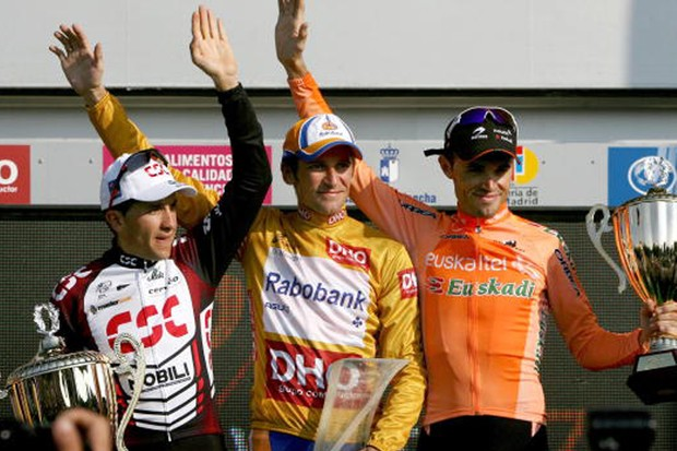 Denis Menchov celebrates his win in the 2007 edition of La Vuelta