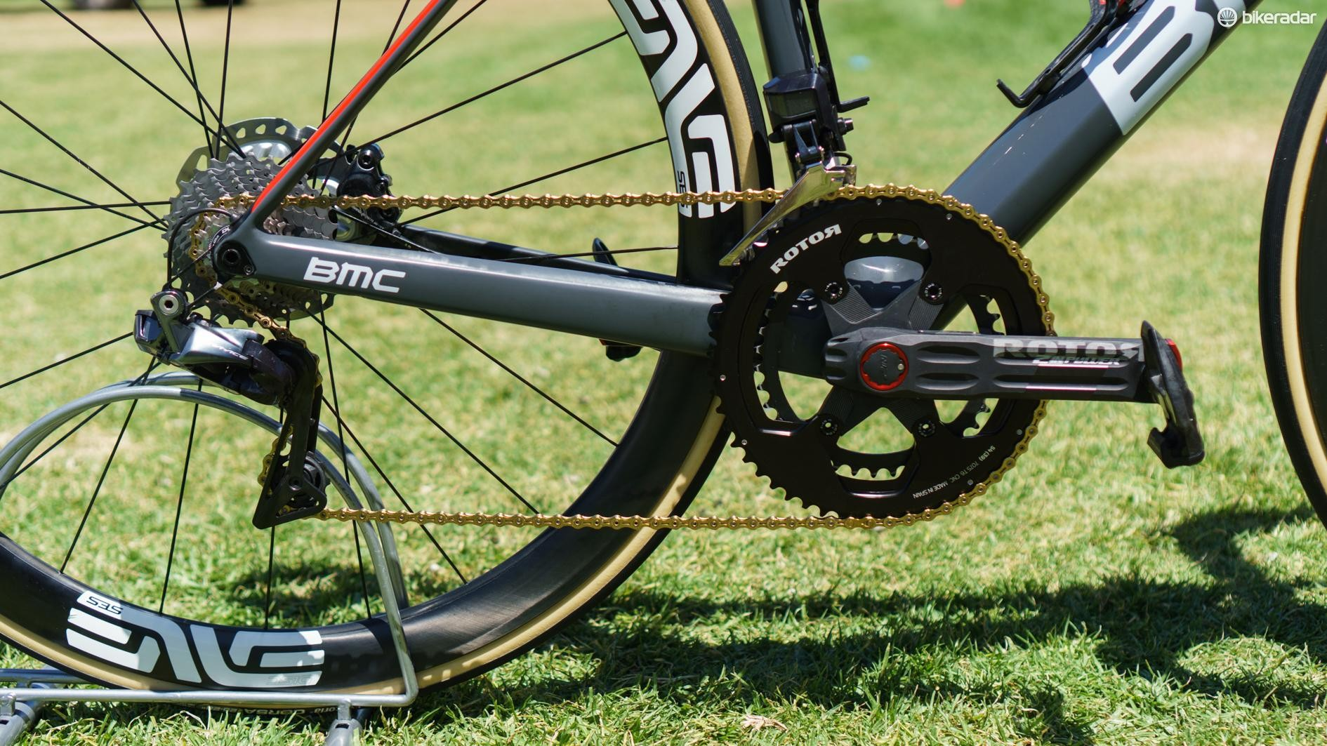 Shimano Dura-Ace R9150 shifters and derailleurs are used in conjunction with the Rotor and KMC components