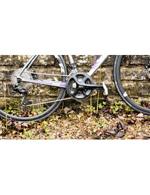 A Shimano 105 groupset provides good, solid shifting in a 2x11 formation