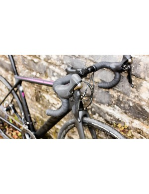 The Shimano Ultegra groupset provides smooth, reliable action