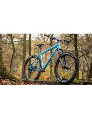 Whyte uses a 650b RockShox Revelation RC fork with colour-matched graphics and custom 42mm offset