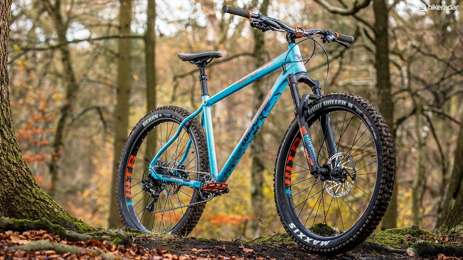 45ffa69208f Whyte uses a 650b RockShox Revelation RC fork with colour-matched graphics  and custom 42mm