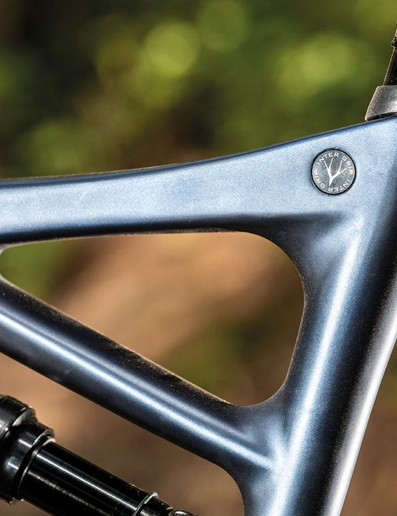 Whyte's 'Intergrip' seat clamp looks neat and keeps spray out