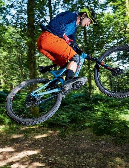 The 2018 RockShox Revelation is a totally new fork that's based on their 35mm-stanchion Pike chassis for a much stiffer and more accurate ride