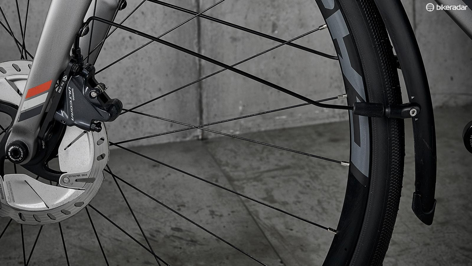 Hydraulic Shimano discs provide ample stopping power