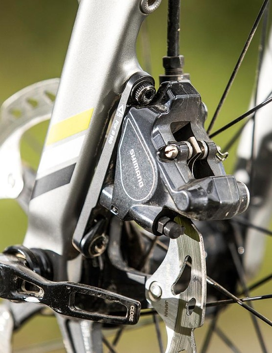 Shimano Ultegra disc brakes with 160mm rotors feature front and back
