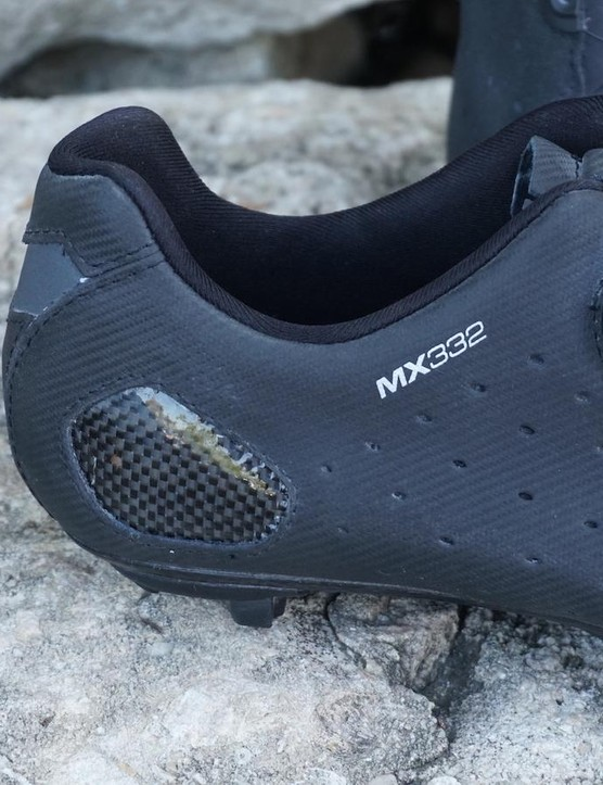 Lake MX332 have a heat-moldable heel cup, durable outer and fit just a bit more snug in the forefoot than the road CX402 version — but the BOA system suffered quickly from gravel dust