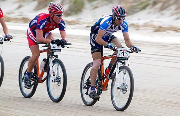 Sid Taberlay leads Chris Jongewaard in the 2006 Wildside