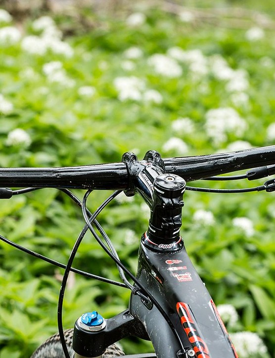 The 720mm bar and 90mm stem feel wide and short compared with some of the Wilier's continental brethren