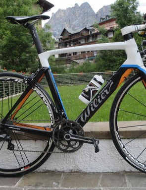 The new Wilier Cento10 Air mixes light weight, aero design and a very noticeable smoothness – our test rides were on this great looking Campag Chrous equipped model