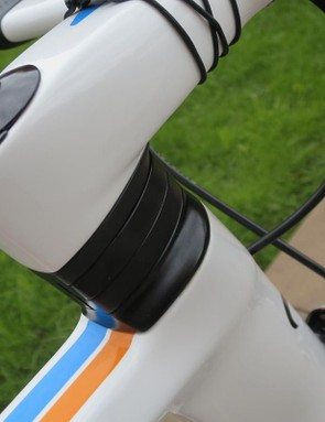 The integrated stem hides its workings well and the split-spacers offer plenty of adjustment