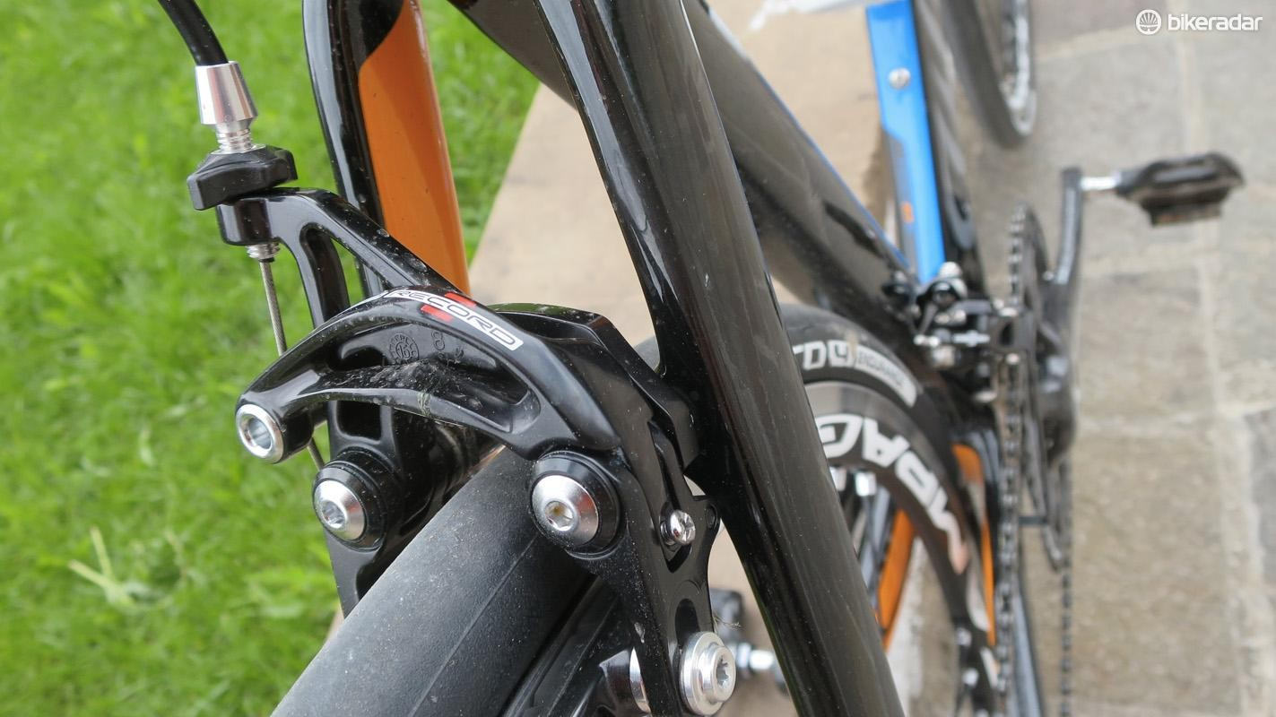 Front and rear the Cento10 uses direct-mount caliper brakes