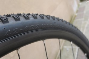 Maxxis 42c Happy medium tyres come as standard on the Jaroon