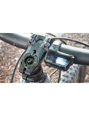 The wire for the shift lever is routed through the Di2-compatible Tharsis handlebar and stem. The battery is held in place in the steerer tube