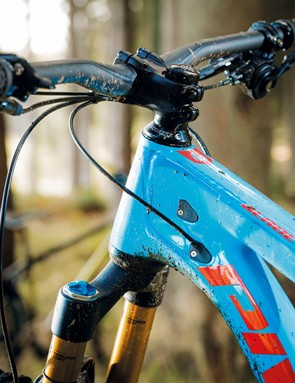 The Switchblade is compatible with 2x drivetrains as well as Shimano Di2