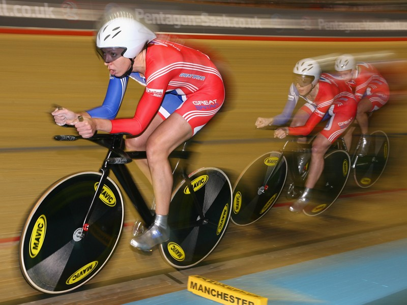 Wendy Houvenaghel leads the GB women's pursuit team to the final