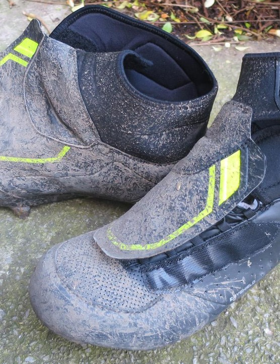 Shimano's modest RW5 winter boots can take a constant kicking from the filth on rural roads and still come back for more