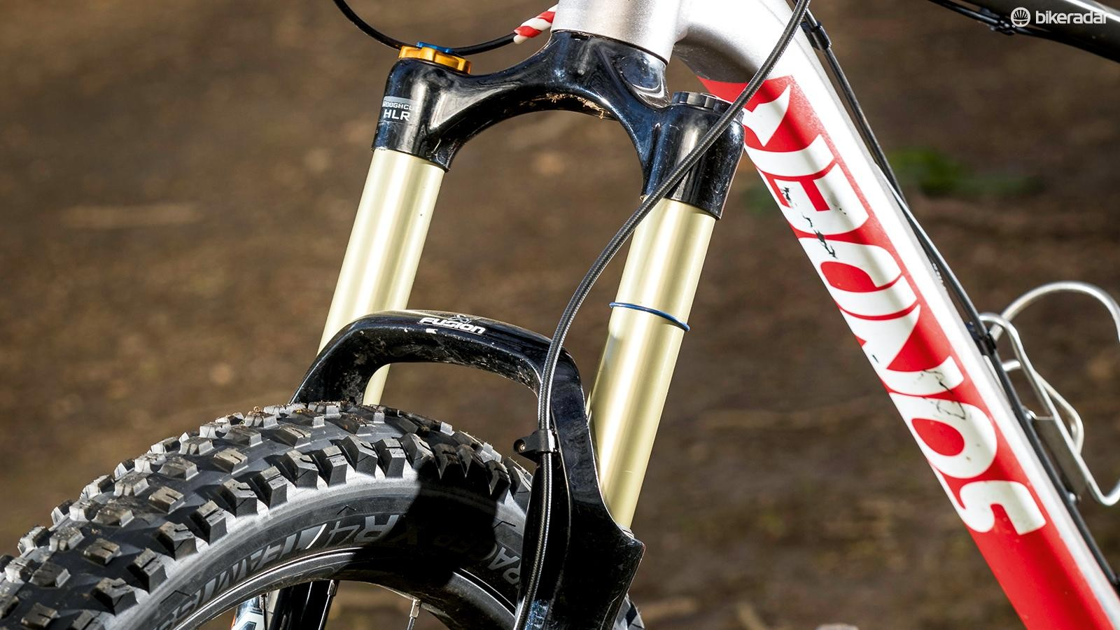 The fork is heavier than a Fox 34 Factory and RockShox Pike RCT3, but costs less