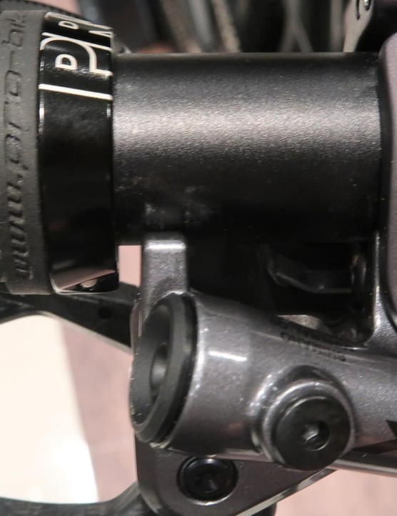 The small brace at the end of lever body contacts the handlebar to prevent flex