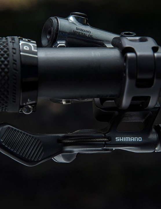 Shimano's dropper seatpost lever integrates cleanly with the brake lever