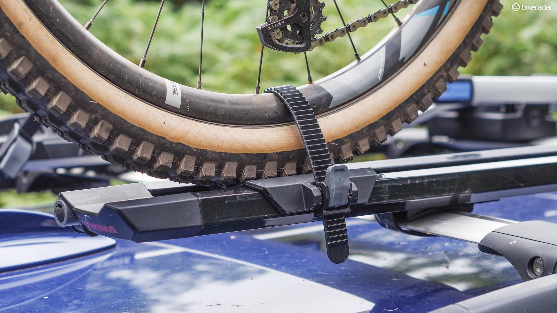 On this installation, the standard length rear wheel strap works great for MTBs and deep section wheels, but is too long for low profile wheels