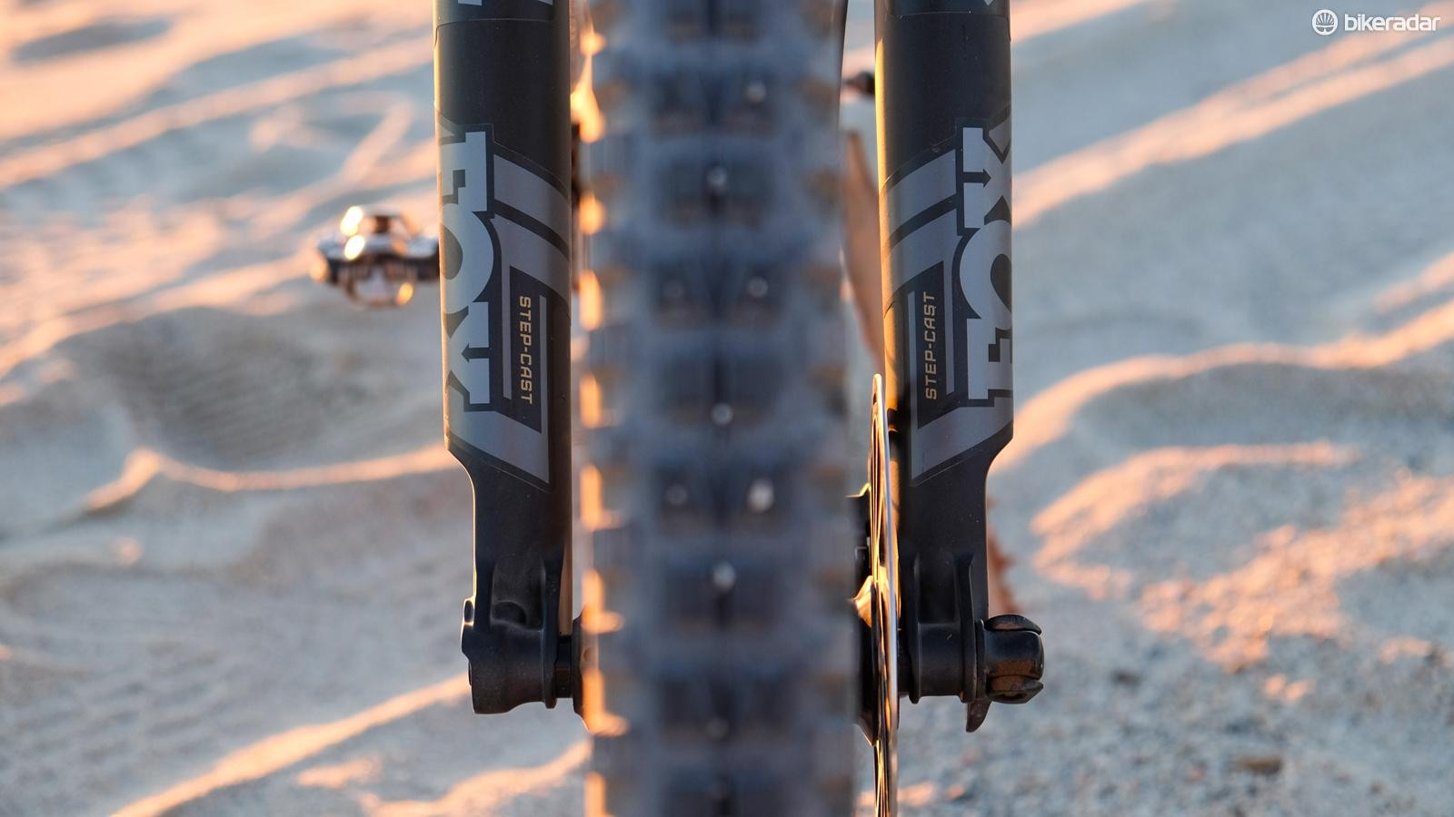 Stepped lower and dedicated 120mm internals make the 34SC lighter than a standard 32mm fork