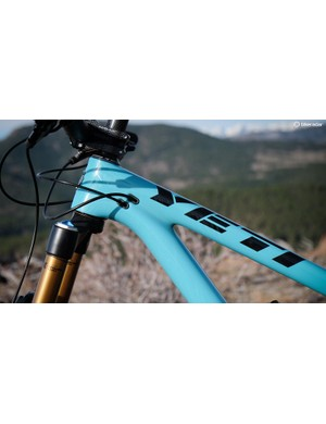 The SB5.5c has internal cable routing — including the rear brake